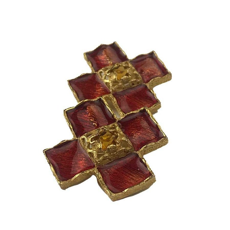 YVES SAINT LAURENT cross clip-on earrings in gilt metal, red molten glass and orange rhinestone in the center. The earrings are a vintage piece in very good condition.  Dimensions :  4.5 centimeters long by 4.5 centimeters wide.   Will be delivered