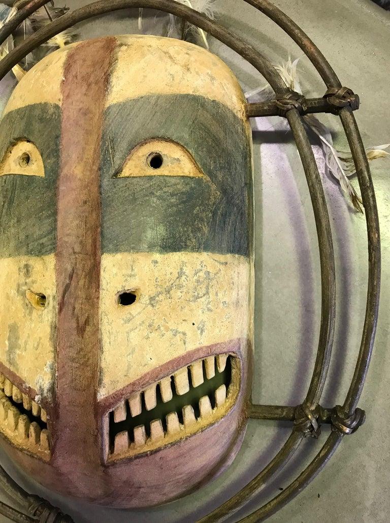 Yupik Yup'ik Native American Alaska Carved Polychrome Wood Anthropomorphic Mask In Good Condition For Sale In Studio City, CA