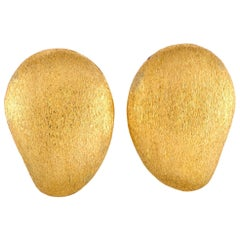 Yvel 18 Karat Yellow Gold Clip-On Earrings