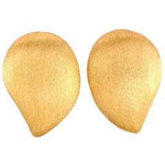 Yvel 18 Karat Yellow Gold Leaf Clip-On Earrings