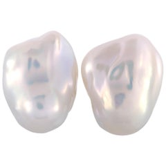 Yvel 18 Karat Yellow Gold Pearl Clip-On Earrings