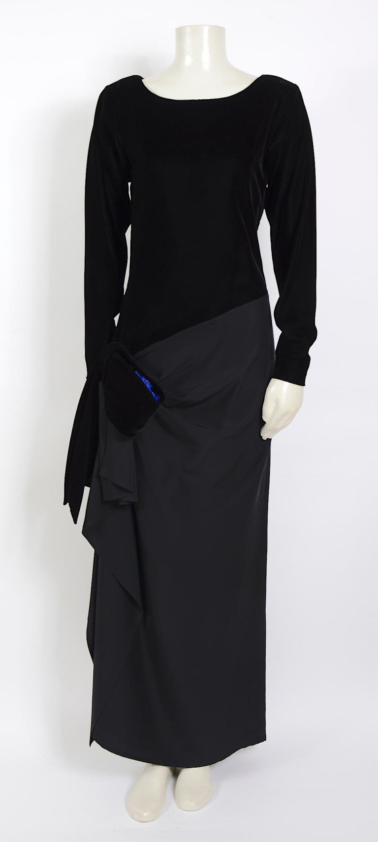 Yves Saint Laurent 1980s vintage black velvet and silk dress In Excellent Condition For Sale In Antwerp, BE