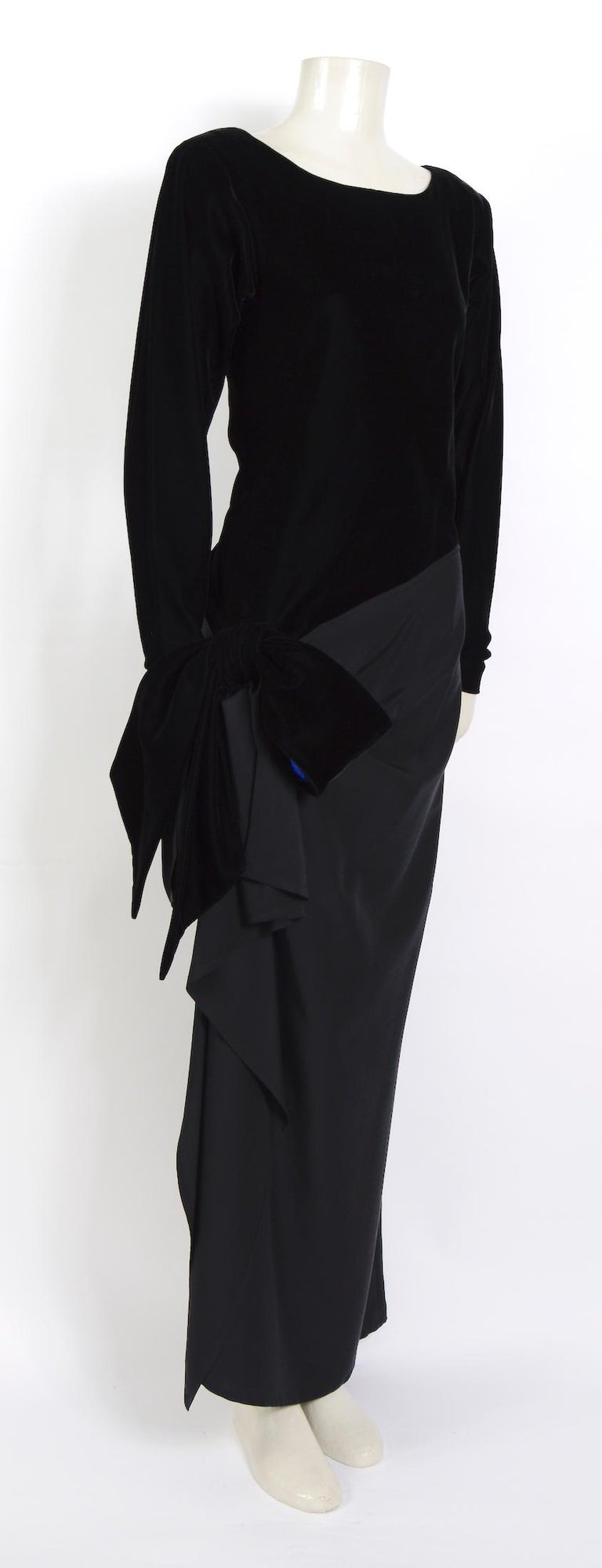 Women's Yves Saint Laurent 1980s vintage black velvet and silk dress For Sale