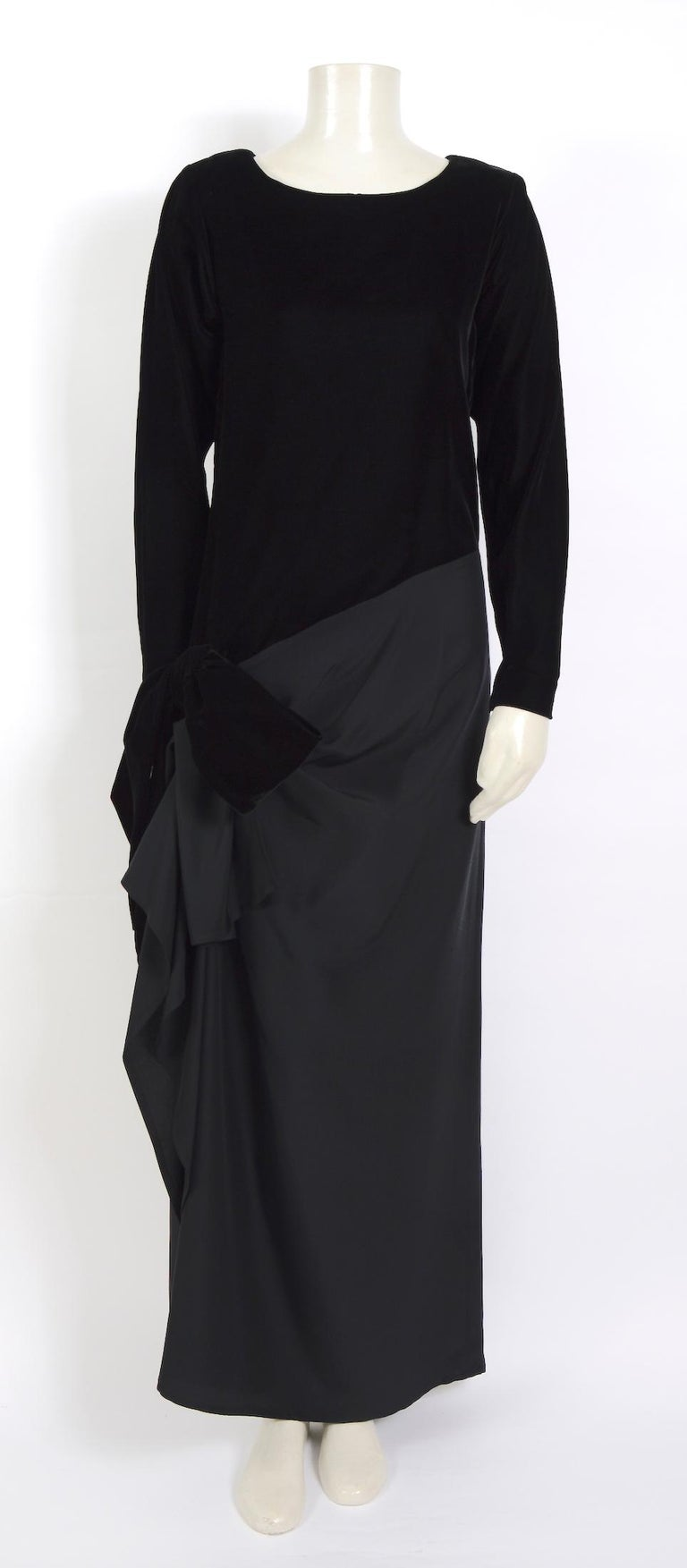 Yves Saint Laurent 1980s vintage black velvet and silk dress For Sale 2