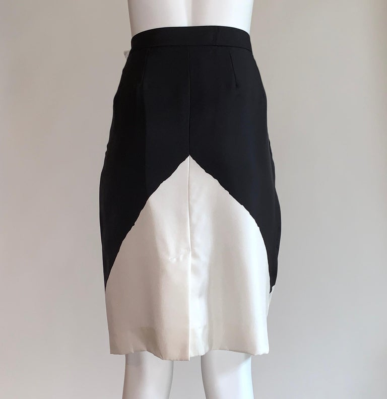 Yves Saint Laurent Black and White Geometric Print Silk Pencil Skirt YSL In Excellent Condition For Sale In San Francisco, CA