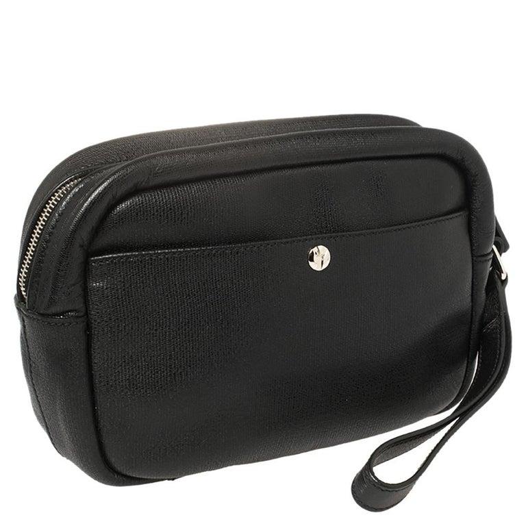 Yves Saint Laurent Black Leather Pouch In Good Condition For Sale In Dubai, Al Qouz 2