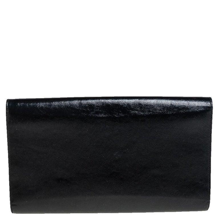 Yves Saint Laurent Black Patent Leather Belle De Jour Flap Clutch In Good Condition For Sale In Dubai, Al Qouz 2