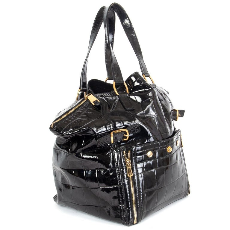 100% authentic Yves Saint Laurent 'Downtown Paris' tote bag in black crocodile embossed calfskin patent leather featuring gold-tone hardware. It has two top handles, hand pressed rivets, a patch pocket in front with zippers that allow expansion, two