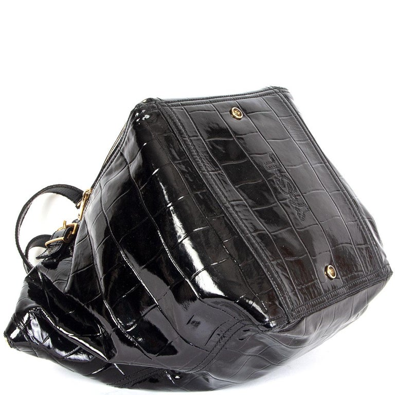 YVES SAINT LAURENT black patent leather DOWNTWON MEDIUM CROCO TOTE Bag In Good Condition For Sale In Zürich, CH