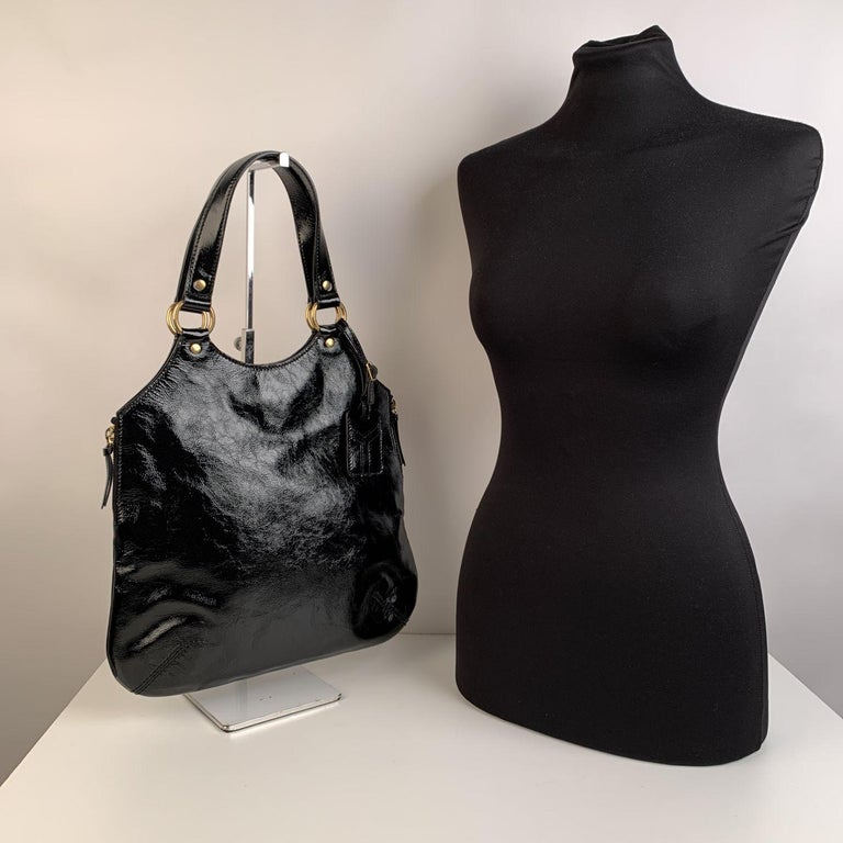 Yves Saint Laurent Black Patent Leather Metropolis Tribute Tote Bag In Excellent Condition In Rome, Rome