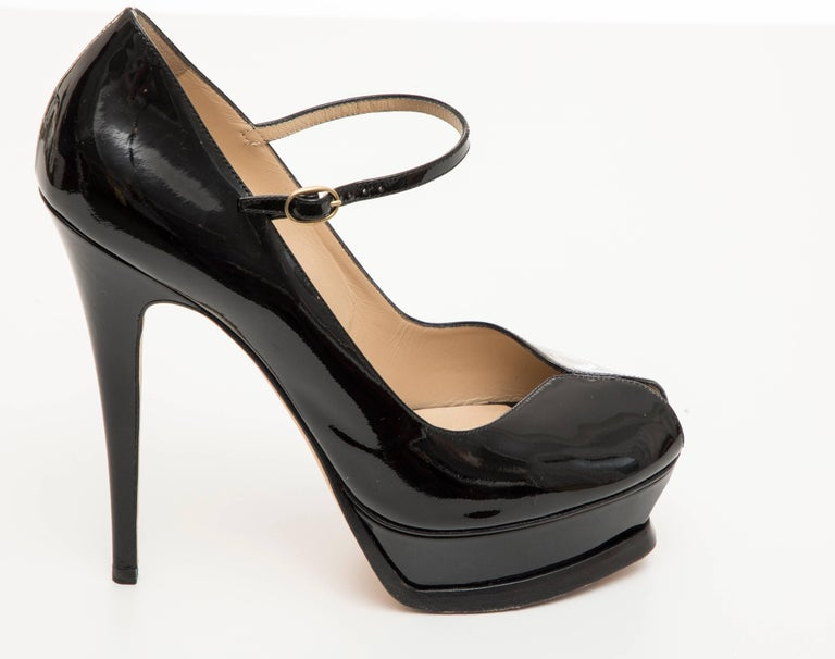 Yves Saint Laurent Black Patent Leather Platform Pumps In Excellent Condition For Sale In Cincinnati, OH