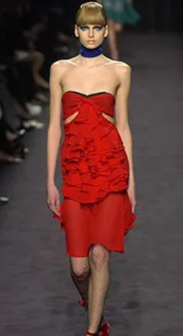 Yves Saint Laurent by Tom Ford 2003 Ruffled Red Silk Dress  For Sale 2