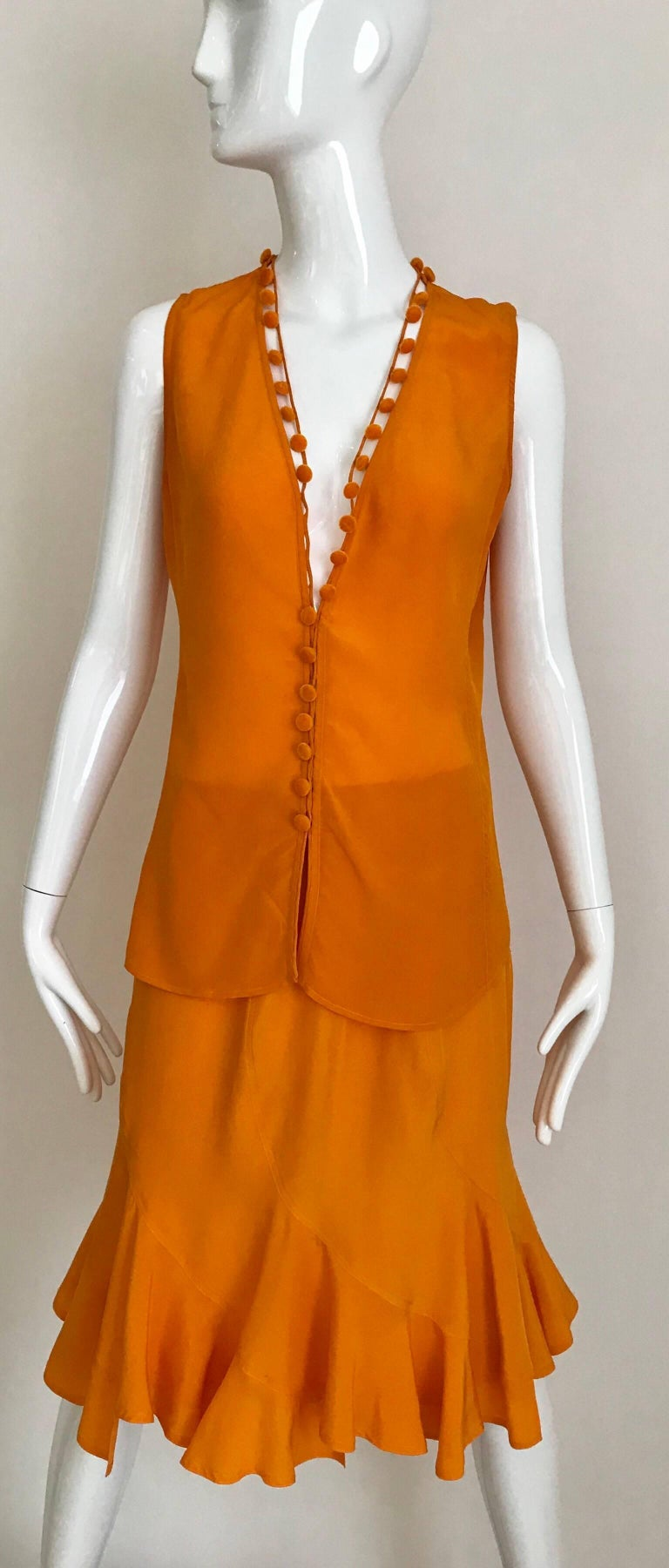 Beautiful summer Yves saint Laurent by tom ford ensemble. Sleeveless V neck blouse with dozens button and slightly flair skirt. Perfect for Beach cocktail party. Fit size 4/6 US Medium size