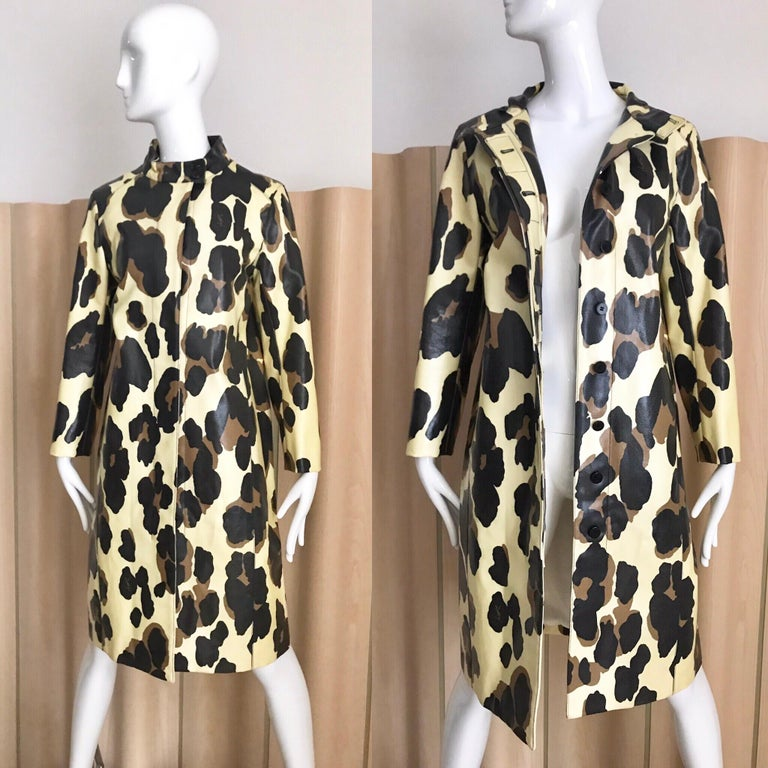 Yves Saint Laurent Creme and Brown Animal Print coat In Excellent Condition For Sale In Beverly Hills, CA