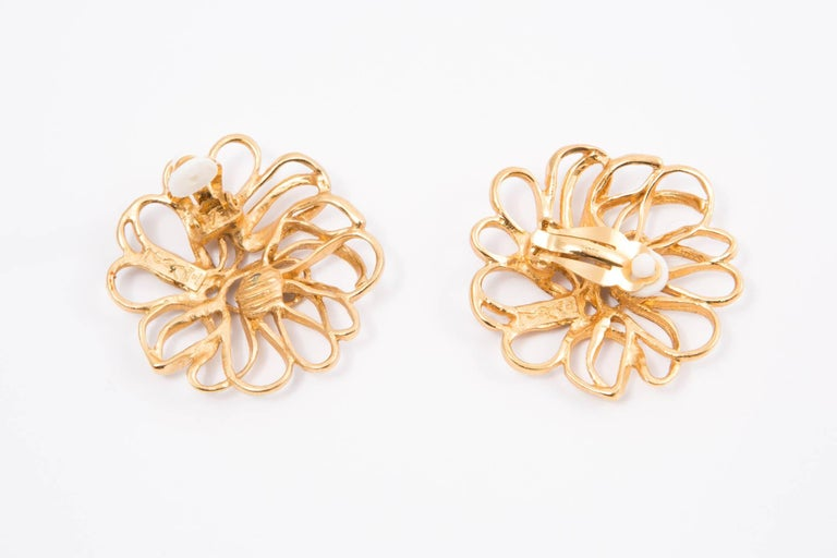 Yves Saint Laurent Flower Gold Tone Clip On Earrings In Excellent Condition For Sale In Paris, FR