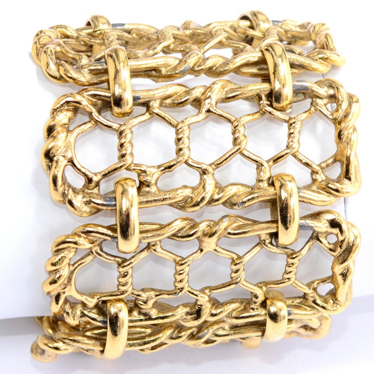 Yves Saint Laurent Gold Plated Wide Chain Link Vintage Bracelet w Bar Clasp In Excellent Condition For Sale In Portland, OR
