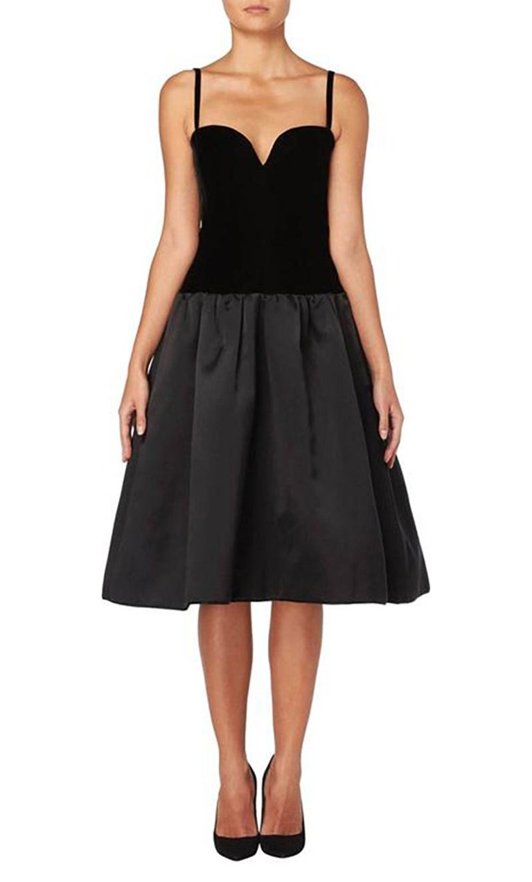 This classic Yves Saint Laurent haute couture dress is incredibly chic. With a black silk velvet bodice, the dress has spaghetti straps and sweetheart neckline, flaring out into a full satin skirt on the hips, creating a drop waist silhouette.