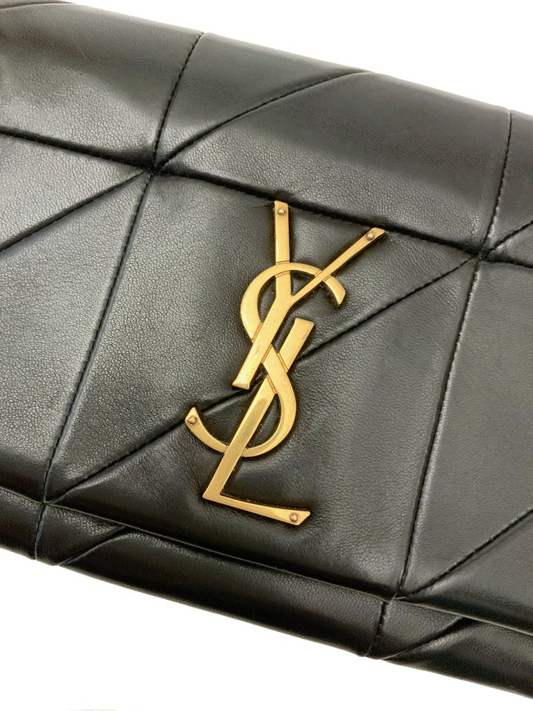 This pre-owned Jamie WOC bag is featuring Saint Laurent's famous monogram logo and a Carré Rive Gauche quilted patchwork leather design. Classic black leather with gold-tone hardware makes it a perfect choice !  Collection: 2018 Material: