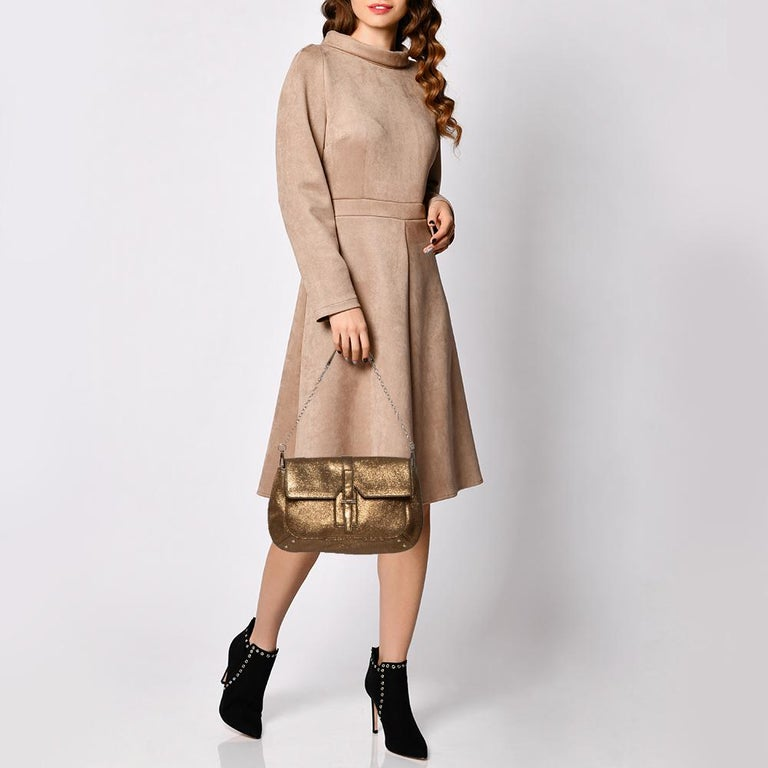 Now here's a bag that is both stylish and functional! Yves Saint Laurent brings us this gorgeous Emma shoulder bag that has been crafted from textured leather in a metallic gold hue. It has a flap leading way to a lovely satin interior capable of