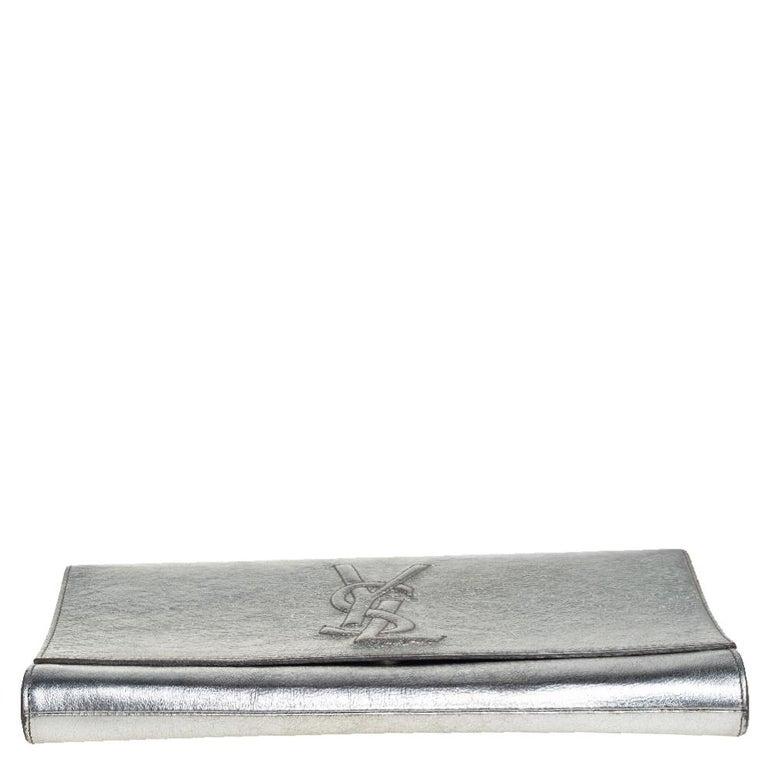 Yves Saint Laurent Metallic Leather Belle De Jour Flap Clutch In Good Condition For Sale In Dubai, Al Qouz 2