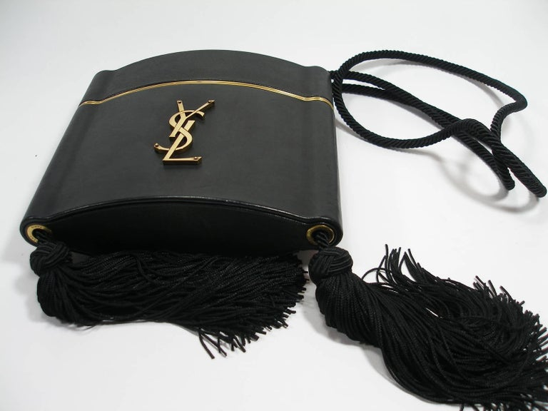 Yves Saint Laurent Minaudière à Pompons cuir et métal doré  For Sale 1
