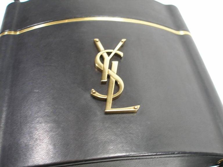 Yves Saint Laurent Minaudière à Pompons cuir et métal doré  For Sale 4