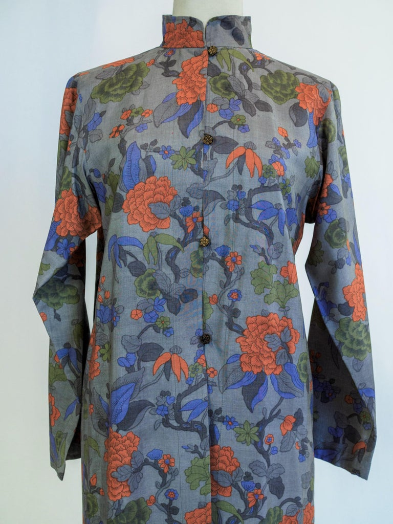 Fall-Winter 1979 collection  France  Beautiful set of coat and trousers in wild silk printed with Japanese taste by Yves Saint Laurent Rive Gauche, ready-to-wear collection 1979. A writed tap under the label indicates Mm Déon manuscript n ° 55220,