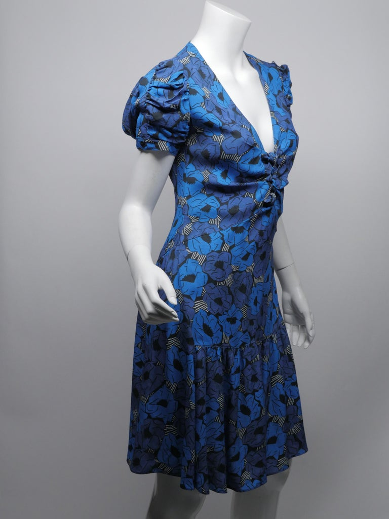 Yves Saint Laurent Size 38 Blue Floral Dress In New Condition For Sale In Southampton, NY