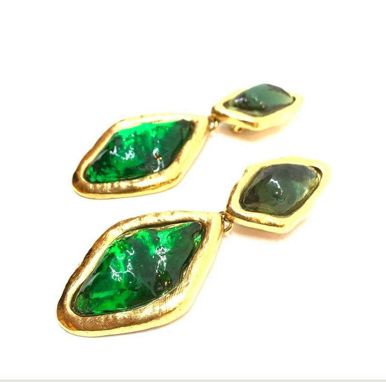 YVES SAINT LAURENT Vintage Green Clip-on Earrings In Good Condition For Sale In Paris, FR