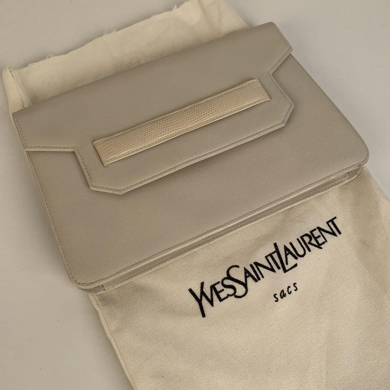 Yves Saint Laurent Vintage White Leather Clutch Bag In Excellent Condition For Sale In Rome, Rome