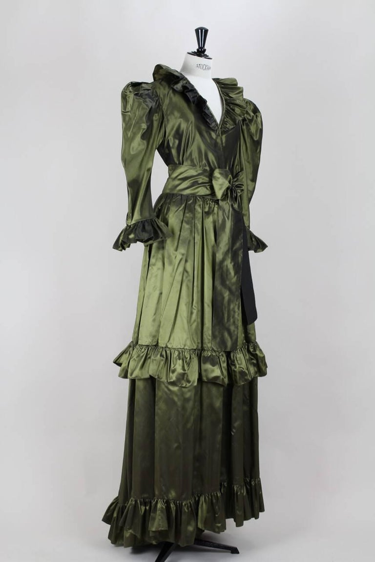 Yves Saint Laurent YSL Green Silk Taffeta Blouse and Skirt Ensemble Gown, 1978  In Excellent Condition For Sale In Munich, DE