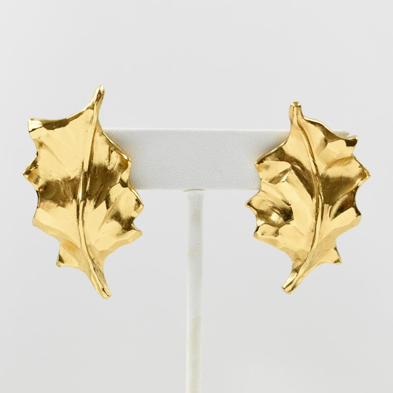 Yves Saint Laurent YSL Clip Earrings Gilt Metal Carved Leaf In Excellent Condition For Sale In Atlanta, GA