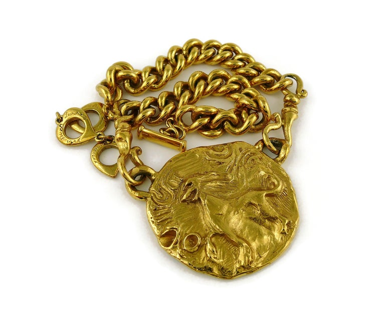 Yves Saint Laurent YSL Gold Toned Mythological Creature Medallion Necklace In Good Condition For Sale In Nice, FR