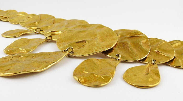 Yves Saint Laurent YSL Opulent Gold Toned Crumpled Discs Necklace For Sale 4