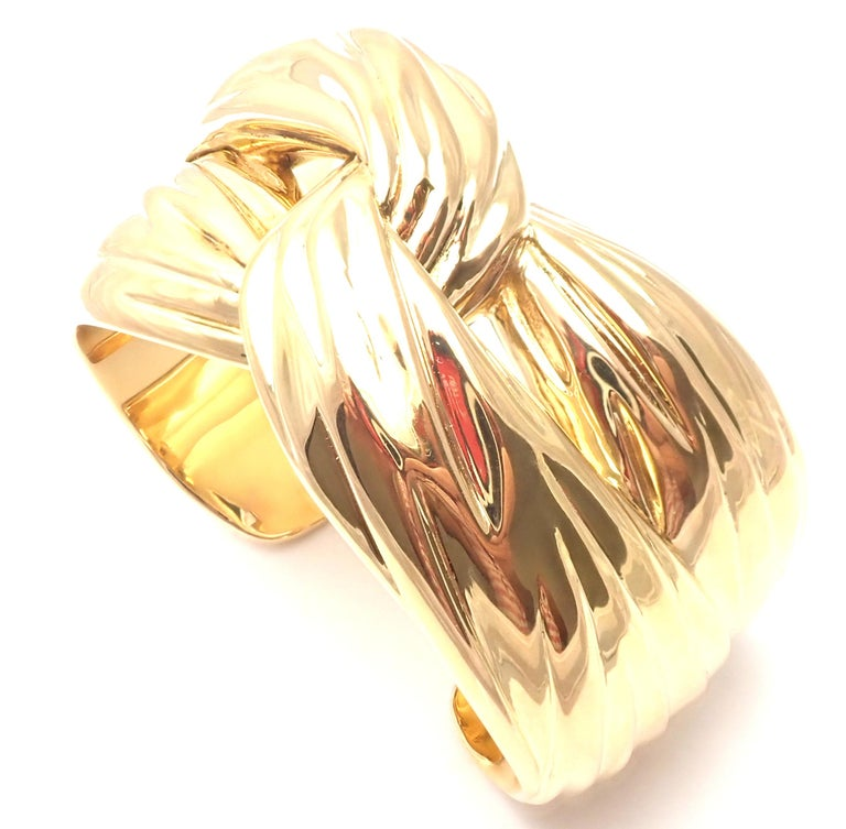 Yves Saint Laurent YSL Paris Solid Yellow Gold Cuff Bracelet In Excellent Condition For Sale In Holland, PA
