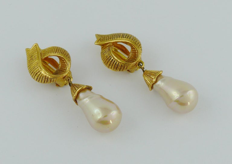 Yves Saint Laurent YSL Ribbon Pearl Dangling Earrings In Good Condition For Sale In Nice, FR