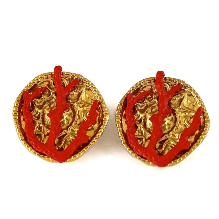 YVES SAINT LAURENT Ysl Robert Goossens Coral Branch Overlay Medallion Earrings In Excellent Condition For Sale In Kingersheim, Alsace