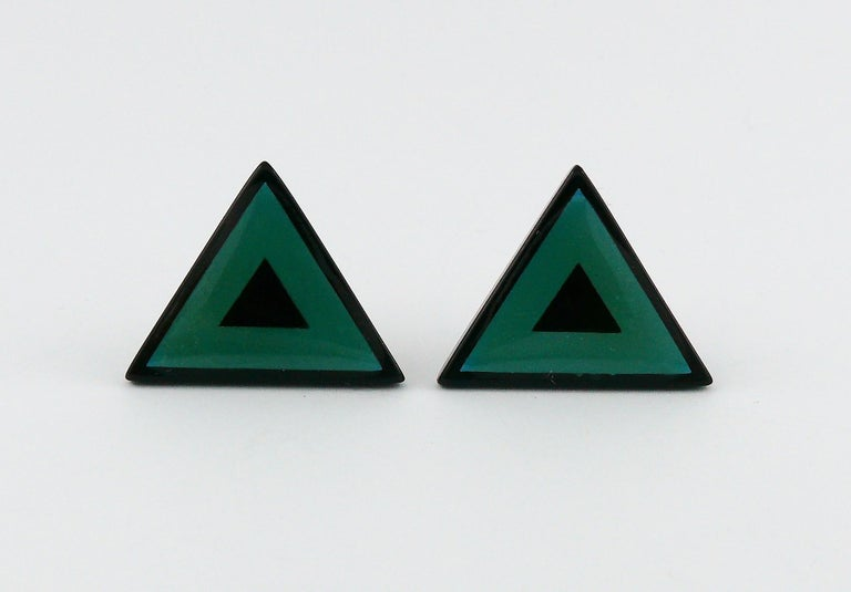 Yves Saint Laurent YSL Vintage Black Green Triangle Abstraction Clip-On Earrings In Excellent Condition For Sale In Nice, FR