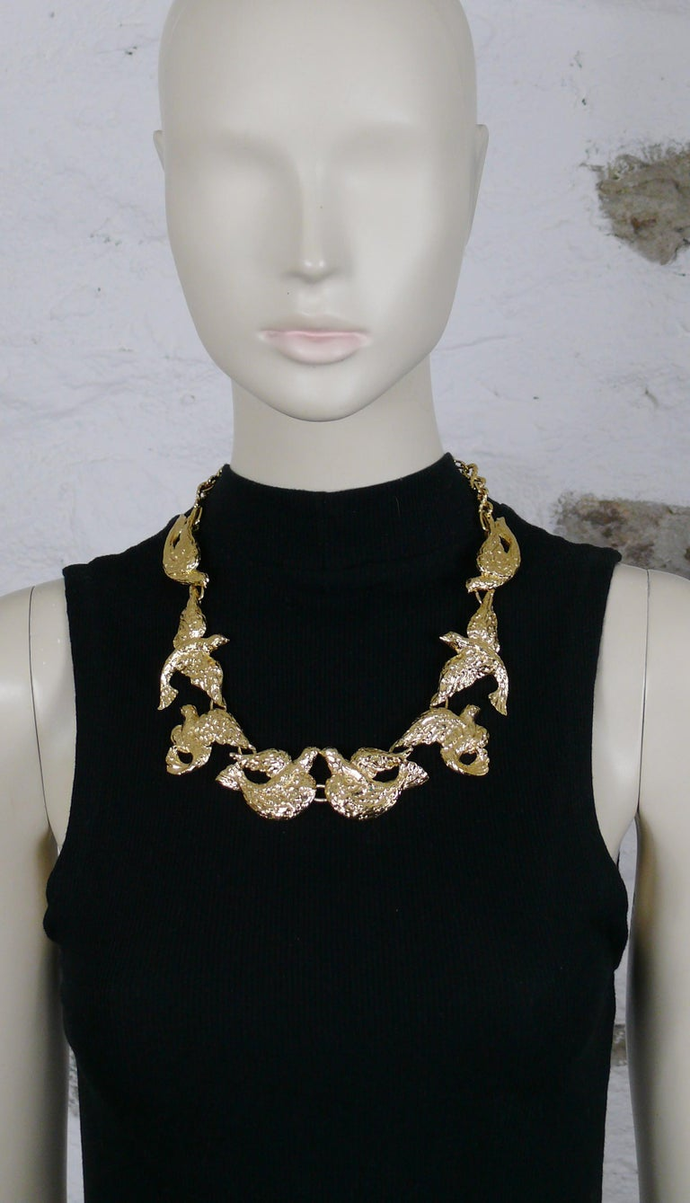 YVES SAINT LAURENT vintage gold toned necklace featuring bird links.  Adjustable hook clasp closure.  Embossed YSL Made in France.  Indicative measurements : adjustable length from approx. 49 cm (19.29 inches) to approx. 54 cm (21.26