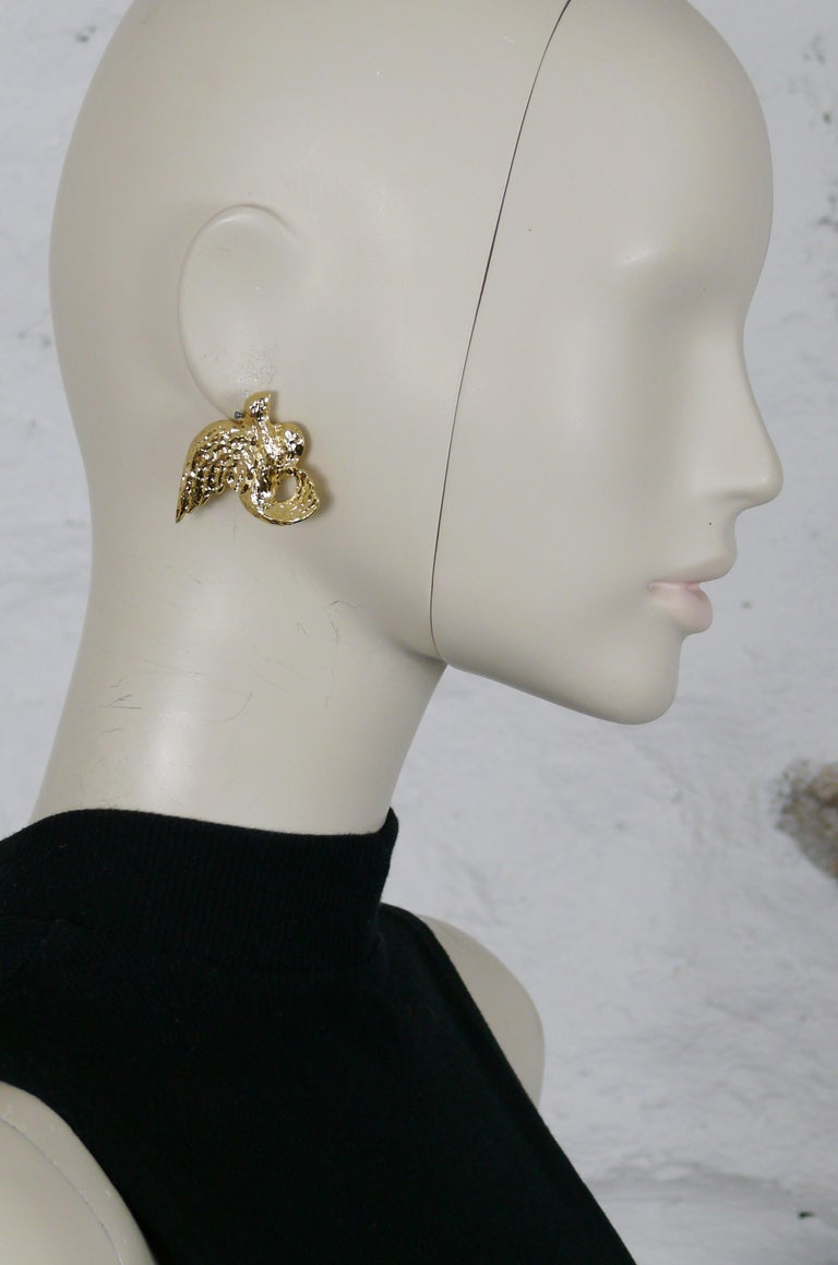 YVES SAINT LAURENT vintage textured gold toned birds clip-on earrings.  Embossed YSL Made in France.  Indicative measurements : max. height approx. 3.3 cm (1.30 inches) / max. width approx. 4.1 cm (1.61 inches).  NOTES - This is a preloved vintage
