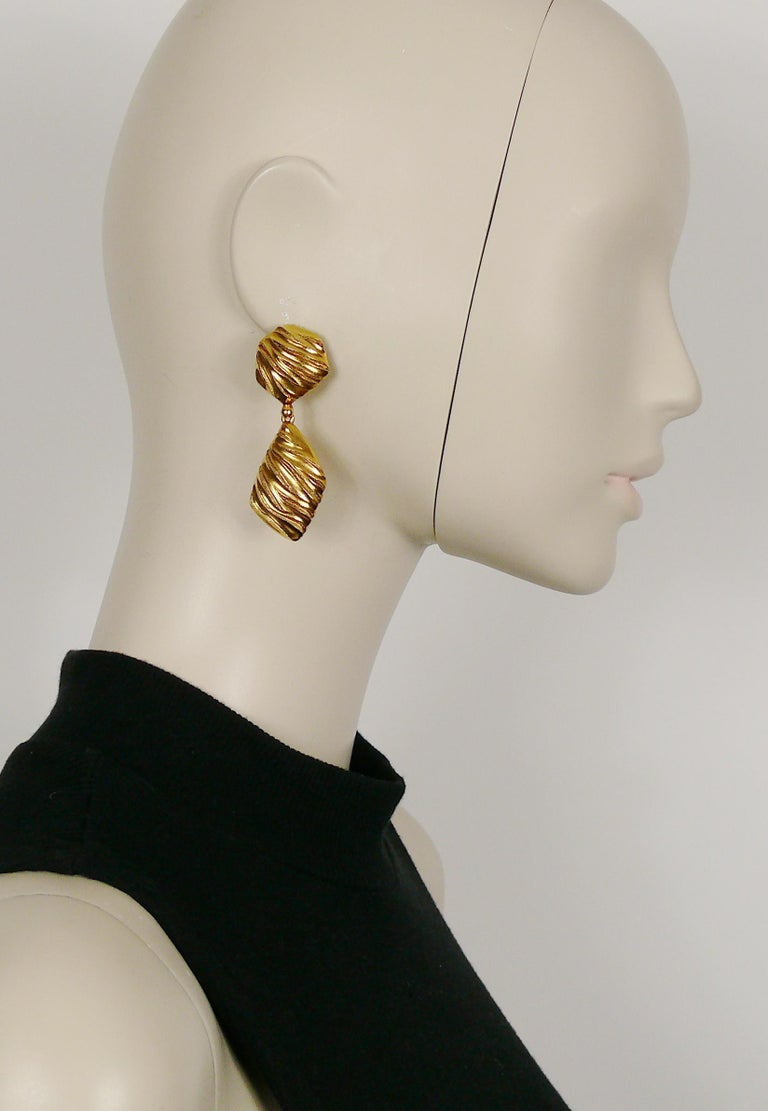 YVES SAINT LAURENT vintage gold toned ribbed design dangling earrings (clip-on).  Marked YSL Made in France.  Indicative measurements : height approx. 6 cm (2.36 inches) / max. width approx. 2 cm (0.79 inch).  NOTES - This is a preloved vintage
