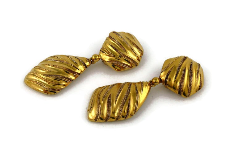Women's Yves Saint Laurent YSL Vintage Gold Toned Ribbed Dangling Earrings For Sale
