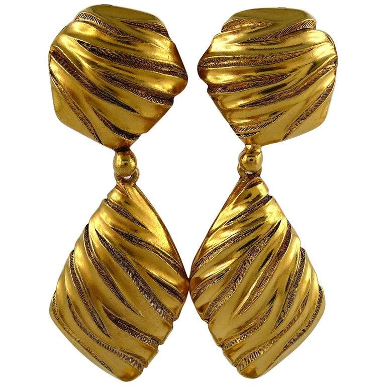 Yves Saint Laurent YSL Vintage Gold Toned Ribbed Dangling Earrings For Sale