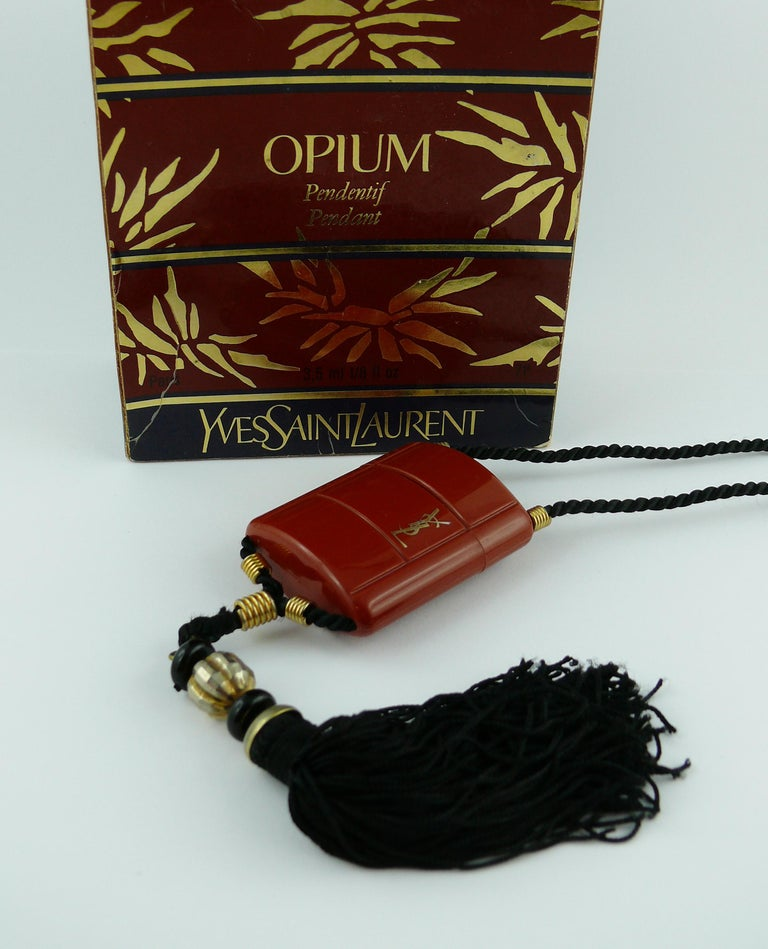Yves Saint Laurent YSL Vintage Opium Inro Pendant Necklace In Good Condition For Sale In Nice, FR