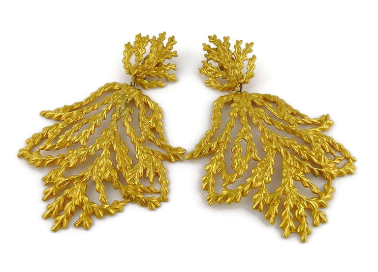 Women's Yves Saint Laurent YSL Vintage Oversized Gold Toned Foliage Dangling Earrings For Sale