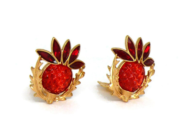 Yves Saint Laurent YSL Vintage Thistle Red Resin & Crystals Clip-On Earrings In Excellent Condition For Sale In Nice, FR