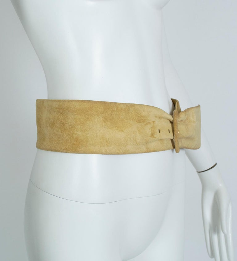 Yves Saint Laurent YSL Wide Camel Suede Belt with Covered Buckle – XS-S, 1980s In Good Condition For Sale In Phoenix, AZ