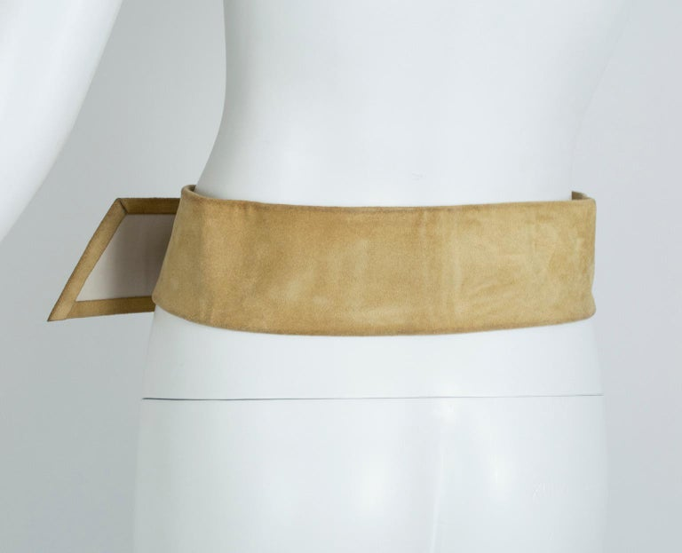 Women's Yves Saint Laurent YSL Wide Camel Suede Belt with Covered Buckle – XS-S, 1980s For Sale