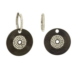 Yvonne Leon's Earring in 18 Karat Gold with Diamonds and Black Gold Vinyl Shape