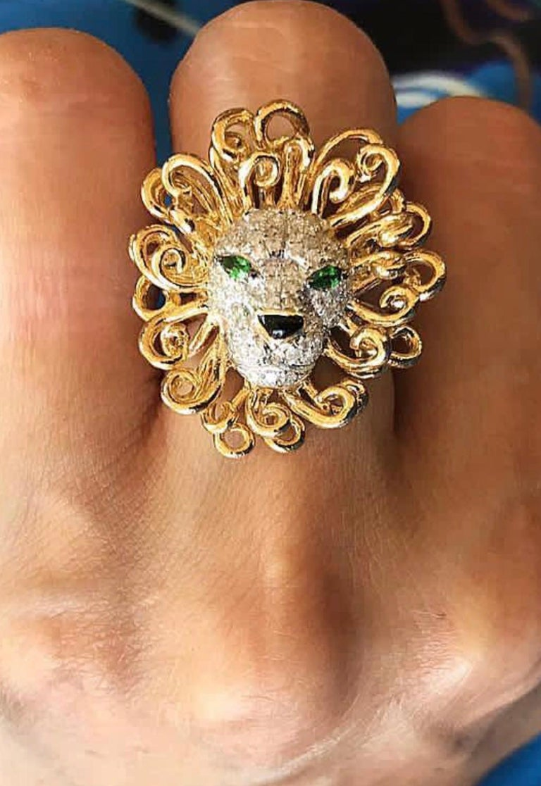 Round Cut Yvonne Leon's Lion Ring in 18 Karat Yellow Gold, Diamonds and Tsavorites For Sale